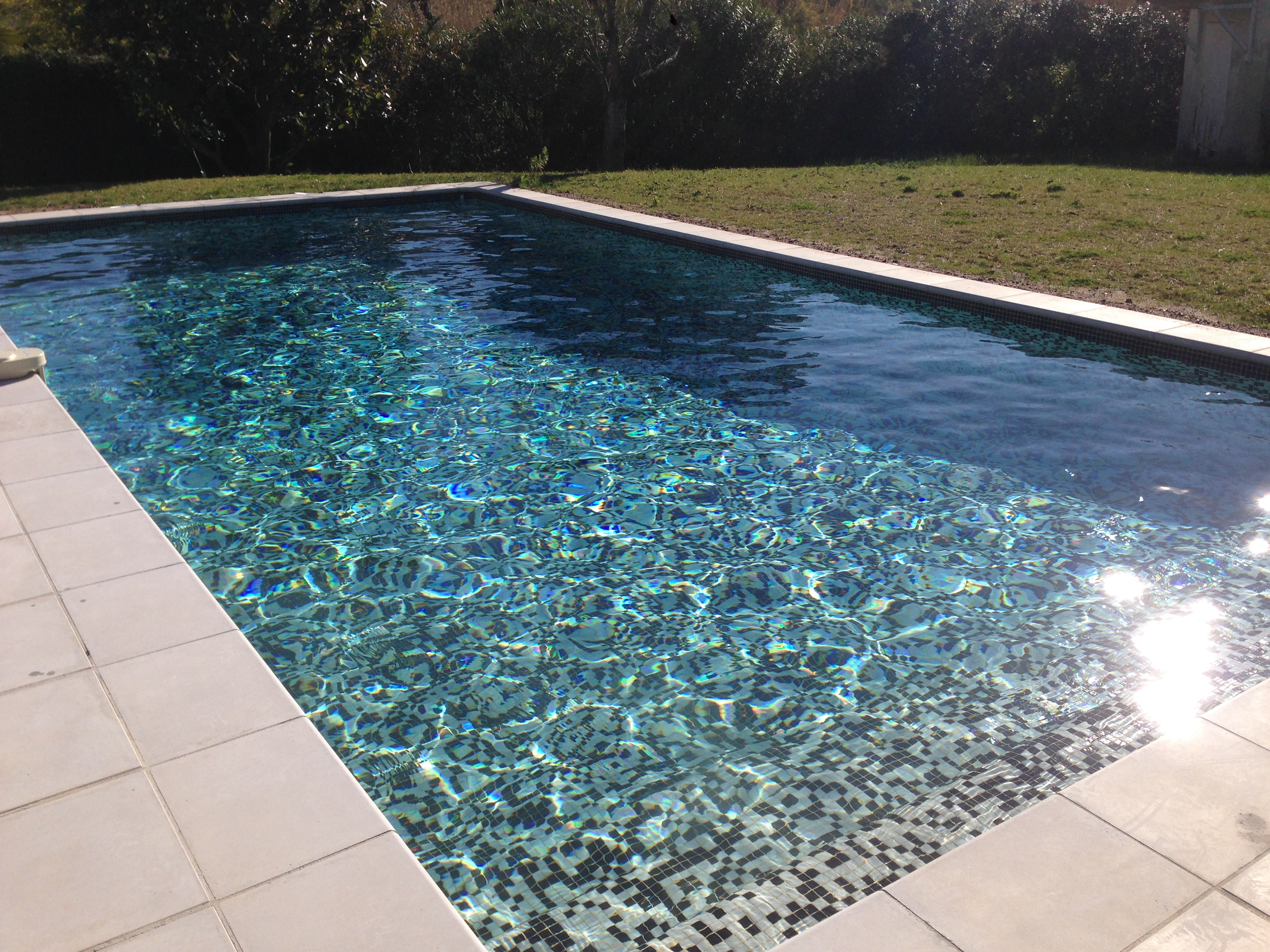 Construction piscine priv mandelieu for Budget construction piscine