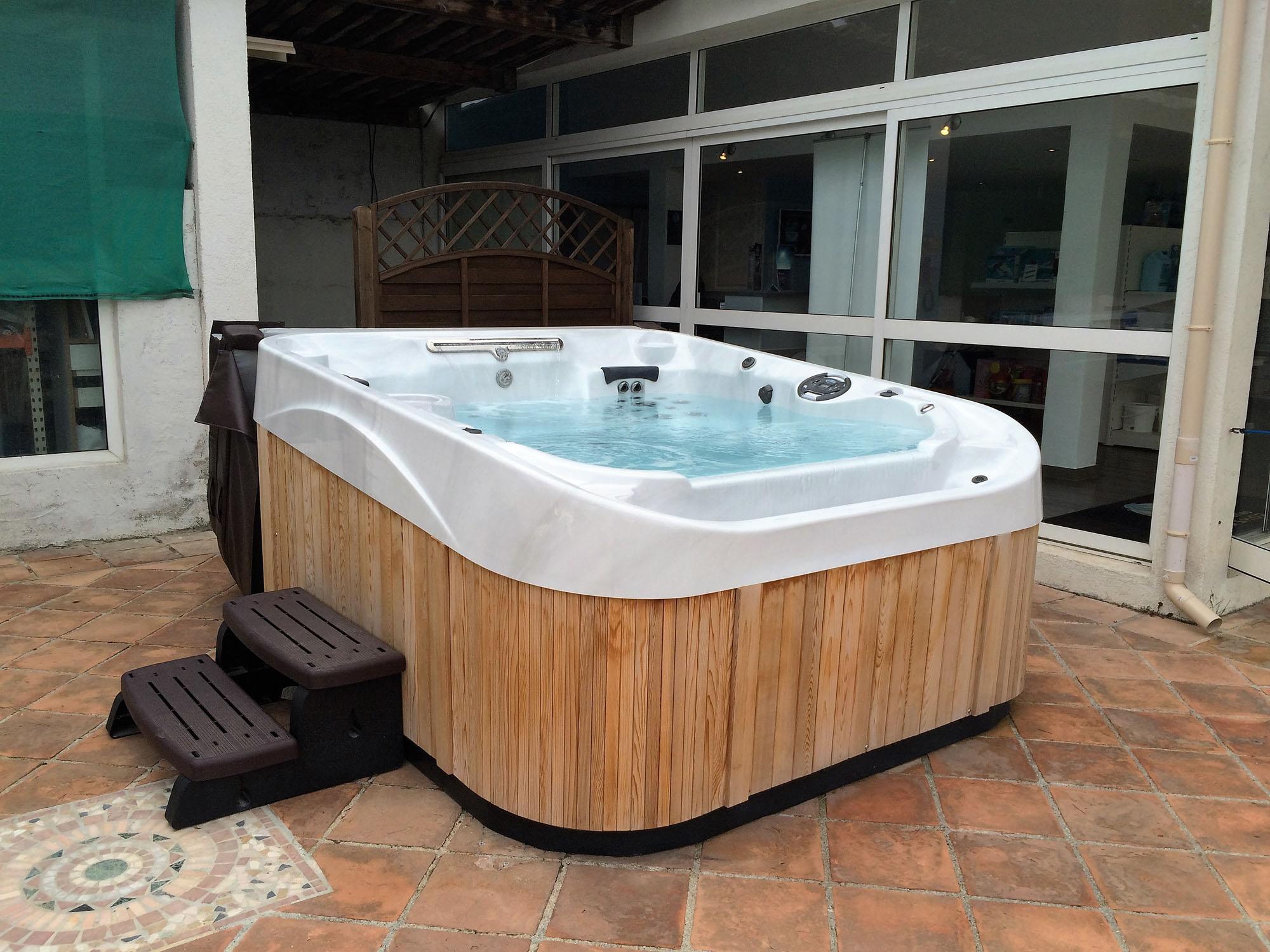 taille jacuzzi spa capuchon pour garder spa propre chaud. Black Bedroom Furniture Sets. Home Design Ideas